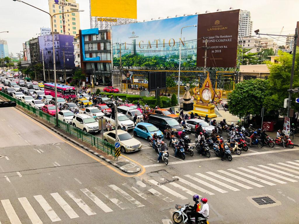 バンコク・スクンビットの交差点。