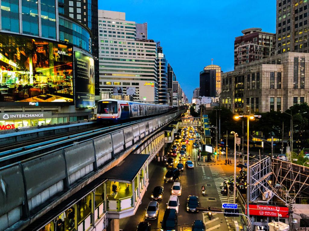 BTSアソーク駅からの風景。