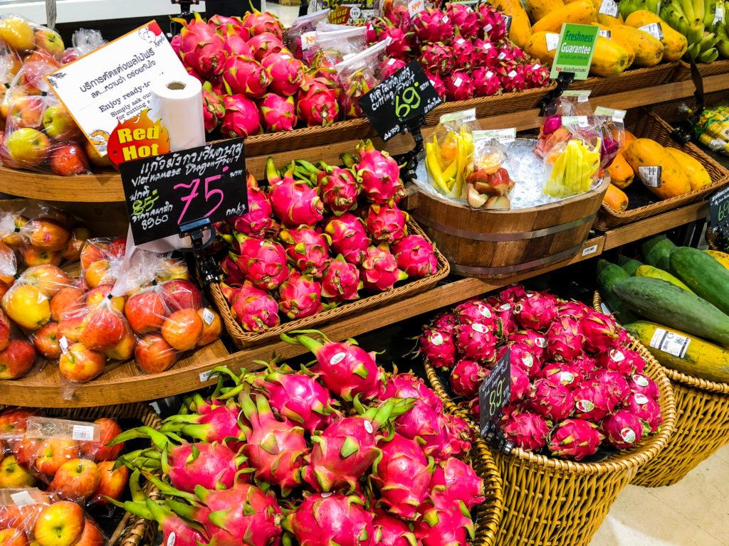 スーパーマーケットに並んだ果物1。