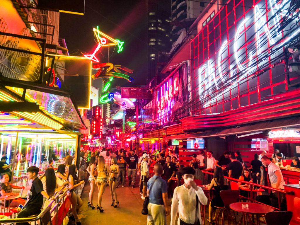 バンコクの歓楽街・ソイカウボーイ。