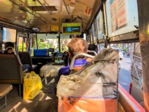 バンコクの路線バスの車内