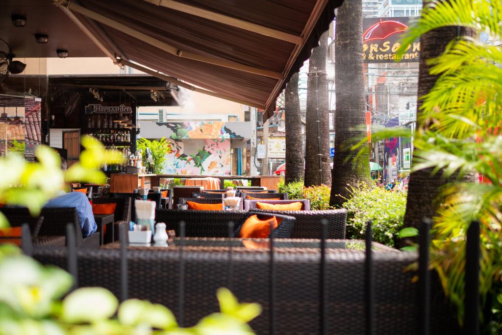 バンコク・ホテル1Fのカフェ